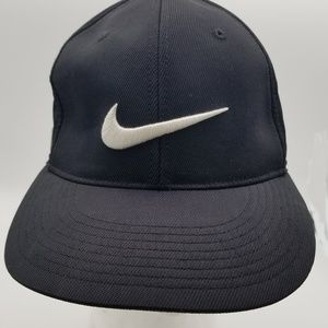 Black NIKE GOLF 20XI VRS Black Golf Hat